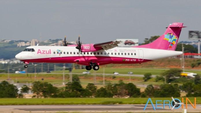 Avião ATR-72 Azul Rosa Câncer de Mama