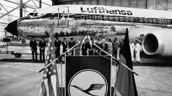 Cerimônia de entrega do Boeing de nº200 para Lufthansa, um 737-300!