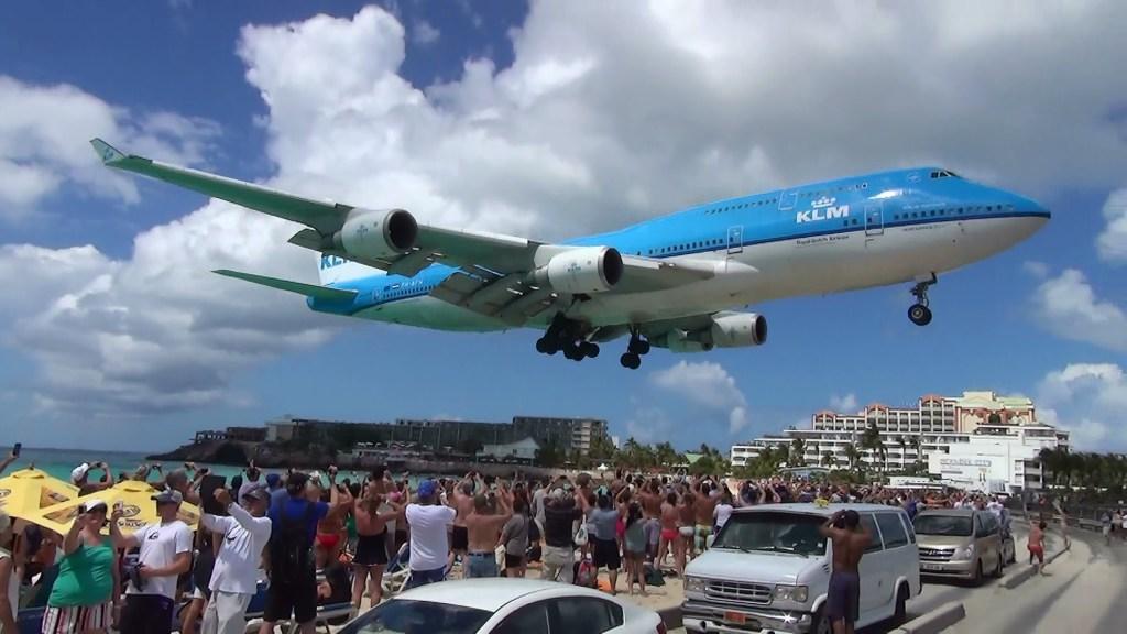 Boeing 747 da KLM retorna a Saint Maarten devido ao furacão Irma