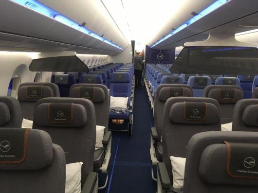 Lufthansa PremiumEconomy A350 1