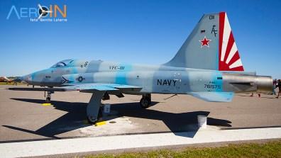 F-5N Tiger da US Navy nas cores do esquadrão Agressor (adversário em exercícios com cores no padrão russo/soviético)