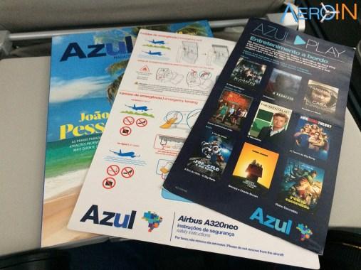 Entretenimento a bordo conta com a revista de bordo Azul e com o sistema para baixar nos tabletes e smartphone Azul Play