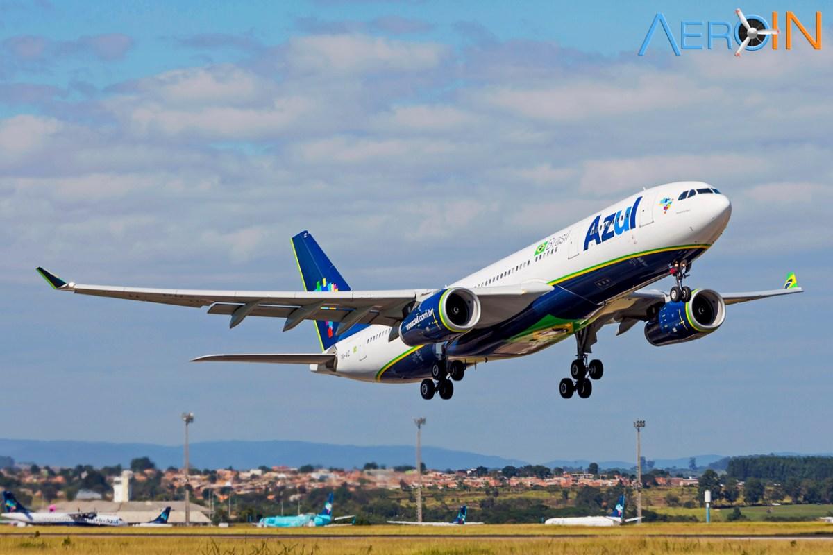 Azul fecha parceria com a uni-ball para distribuir canetas em voos internacionais.