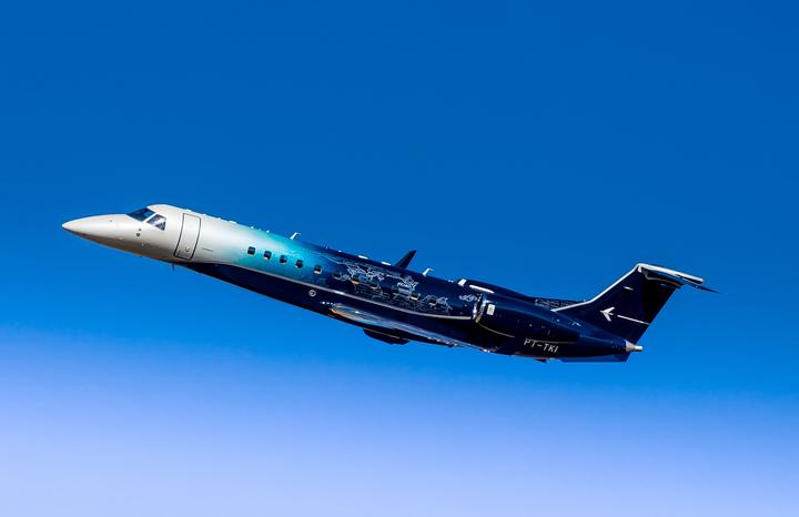 Embraer apresenta Legacy 650E com pintura exclusiva na LABACE