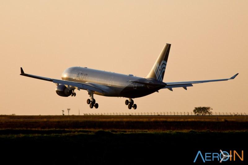 A330 da Aigle Azur instantes antes de pousar em Campinas