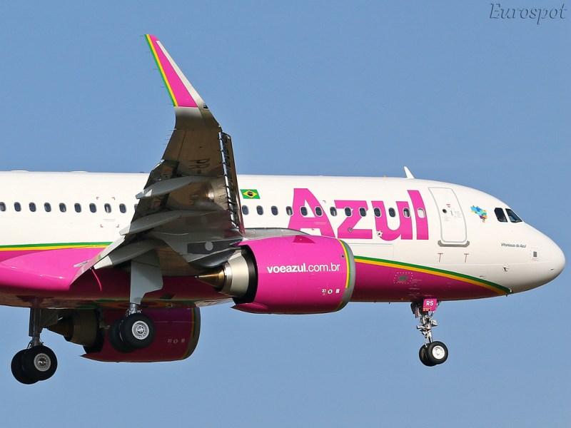Avião Airbus A320neo Azul Rosa Câncer de Mama