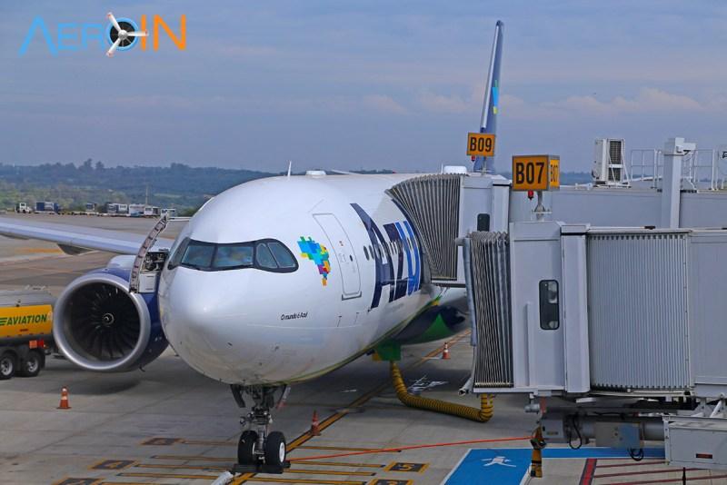 Avião da Azul durante conexão