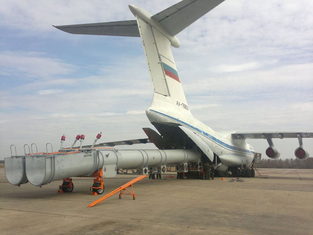 Ilyushin IL-76 tendo o seu kit de combate a incêndio instalado