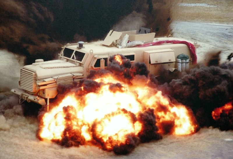 Veículo militar MRAP sendo testado
