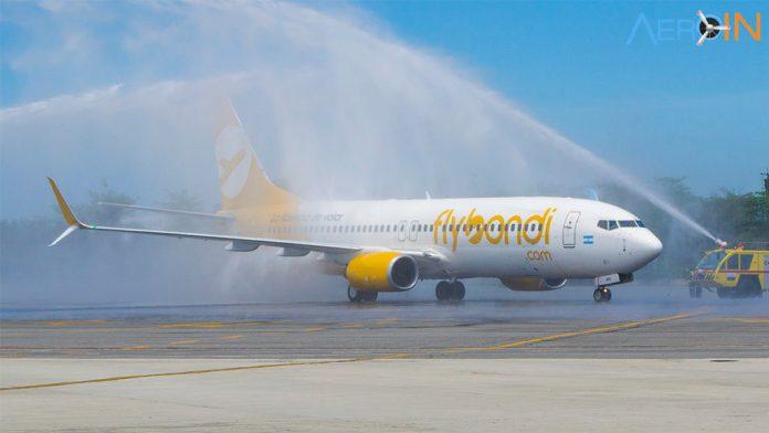 Avião Boeing 737-800 Flybondi batismo água