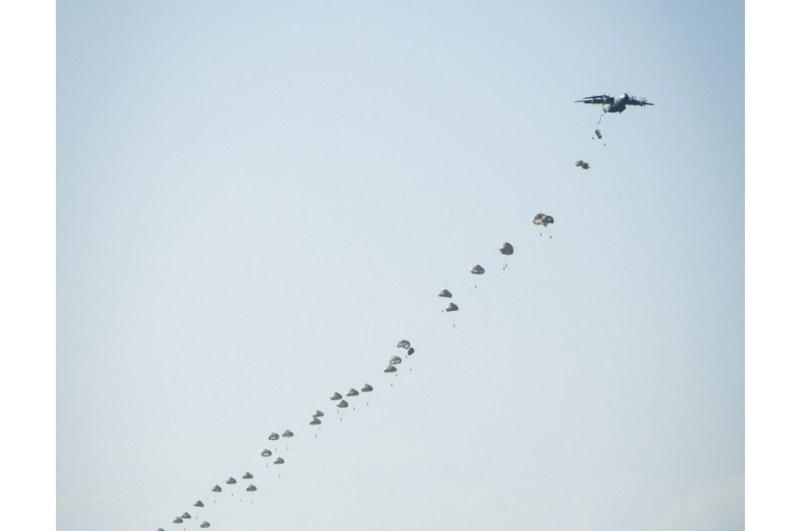 Divulgação Airbus A400M 80 Pára-quedistas Paratroopers