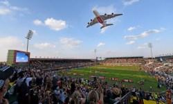 Emirates A380 rasante estádio Dubai Sevens Rugby