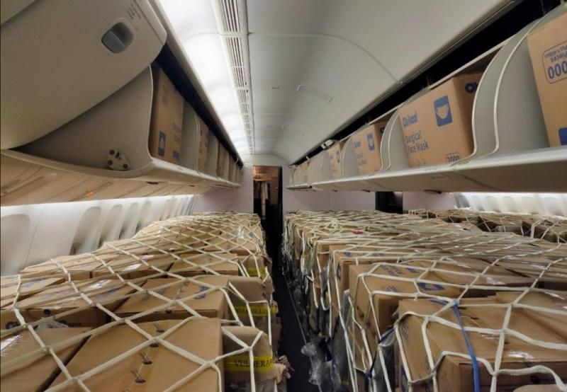 Boeing 777-300ER LATAM transporte carga máscaras China brasil