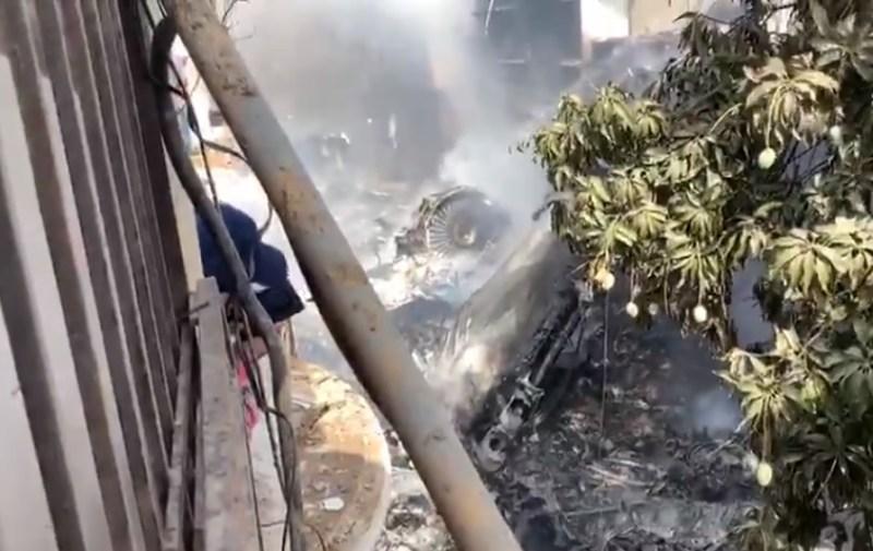 Acidente queda A320 Pakistan Airlines Karachi