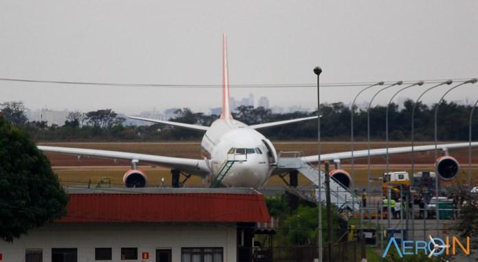 Avião Airbus A340-300 Kam Air