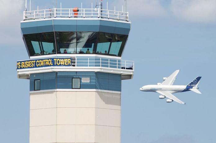 Avião Airbus A380 Torre de Controle