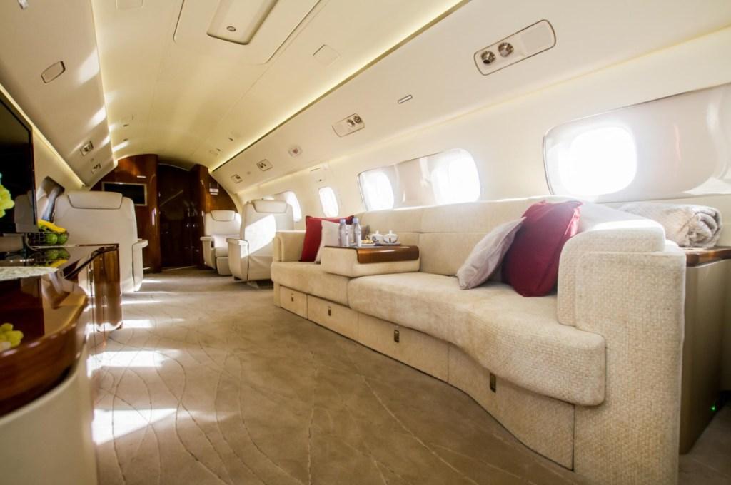 Avião Embraer Lineage 1000 AirX Charter Interior