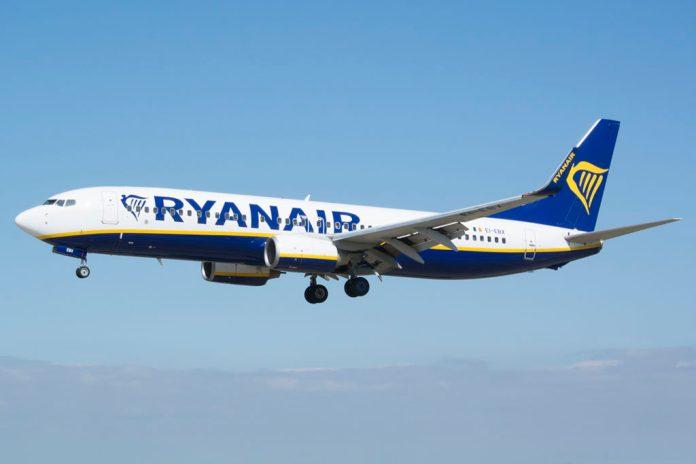 Boeing 737-800 Ryanair plane