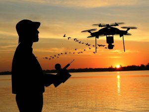 Drone Man Playing Above Adult  - mohamed_hassan / Pixabay