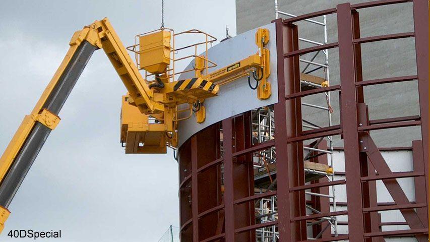 Voor de bouw van bulktanks is dit vacuüm heftoestel van Aerolift gebruikt om de vlakke wandplaten in de juiste ronding te buigen
