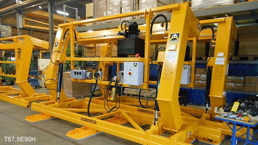 Ein Vakuum Hebegerät mit einer Kapazität von 6,75 Tin mit dem Ziel, Betonwände entschalen und 90 Grad kippen