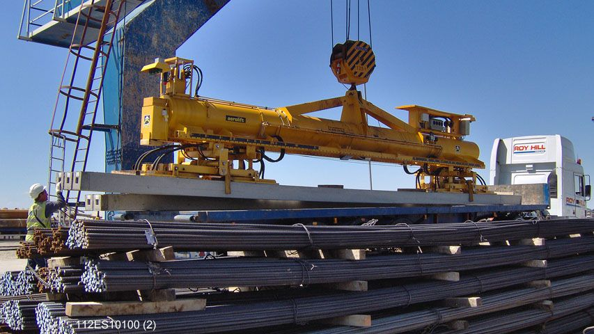 With this vacuum lifter of Aerolift piles of different lengths are being loaded on a truck