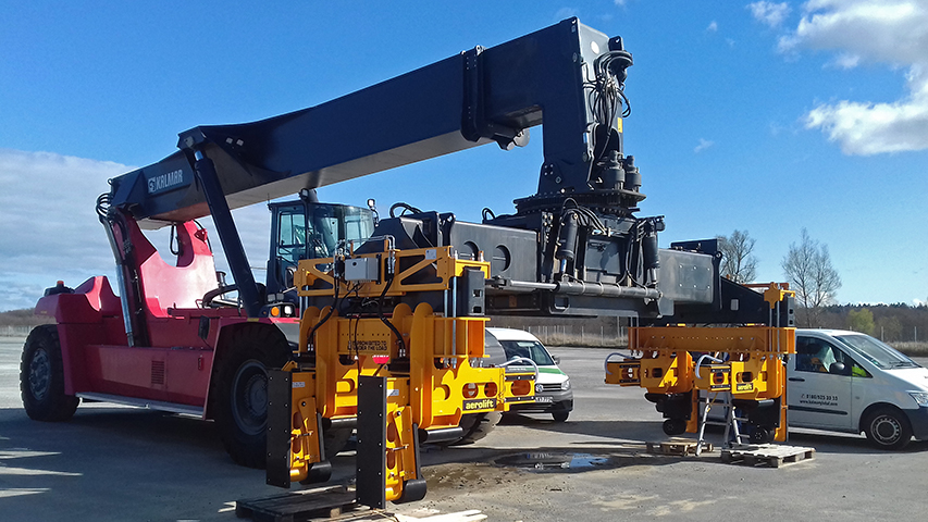 Aerolift lifting equipment to handle pipes