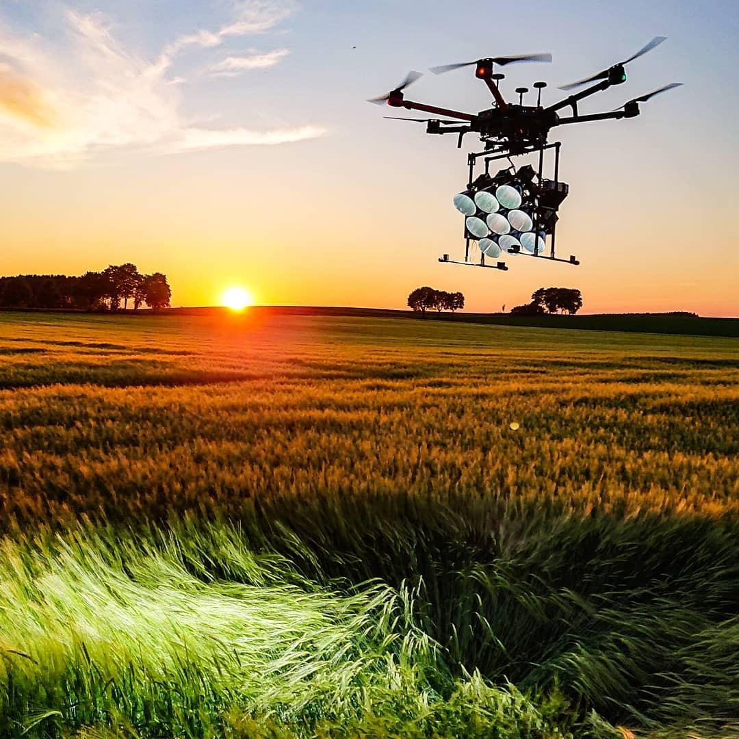 LED Drohne MovingLight Blitzlicht Gewitter Setbeleuchtung filmlicht SFX Beleuchter Hexakopter Drone light