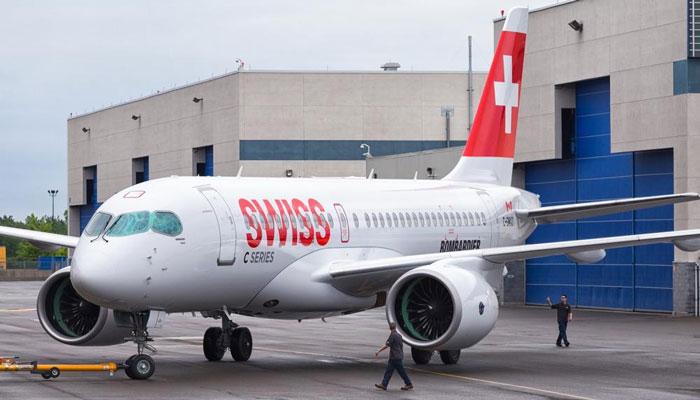 Le Bombardier CS100 avec la livrée de la compagnie de lancement SWISS