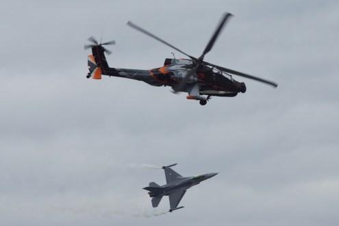 © Jamie Ewan • RNLAF AH-64 Apache Q-17 & F-16AM J-142 • Luchtmachtdagen 2014