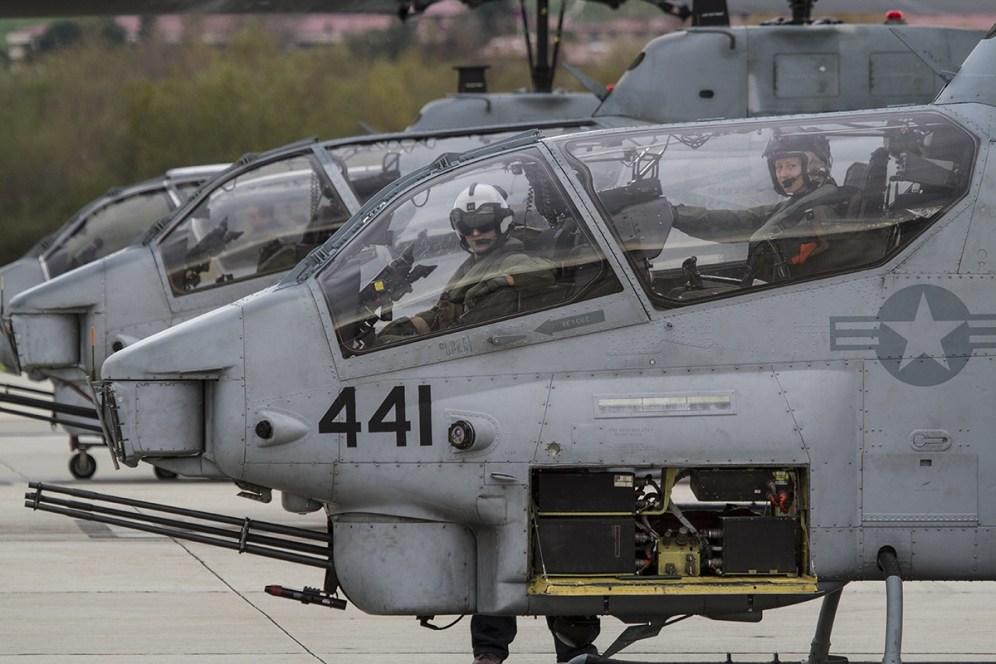 © Jason Grant • Bell AH-1 Cobra • Marine Corps Base Camp Pendleton