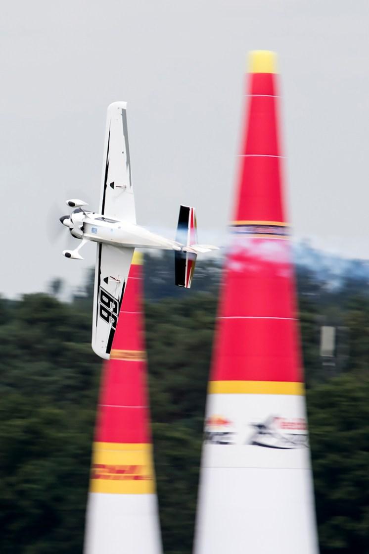 © Adam Duffield • Michael Goulian • Red Bull Air Race - Ascot