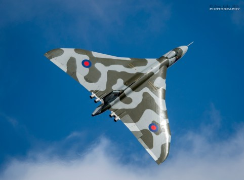 © Jerry Lake/www.flickr.com/jerry_lake - Weston-Super-Mare Vulcan Climbing - Vulcan XH558 Image Wall