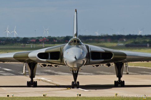 © Tyler Gibson - Doncaster on June 6th - Vulcan XH558 Image Wall
