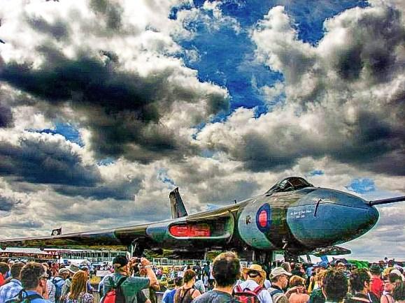 © Brent Maartens - Farnborough Airshow 2010 - Vulcan XH558 Image Wall