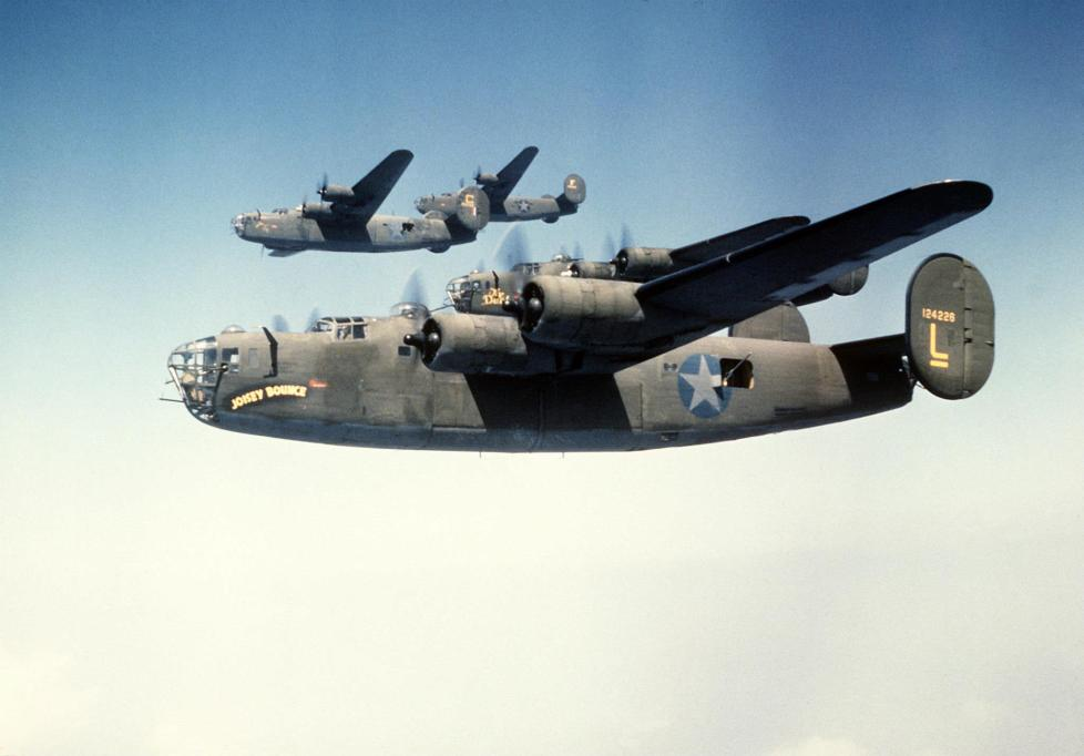 © Roger Freeman Collection / http://www.americanairmuseum.com - 93rd Bomb Group formation flight - 93rd Bomb Group Museum