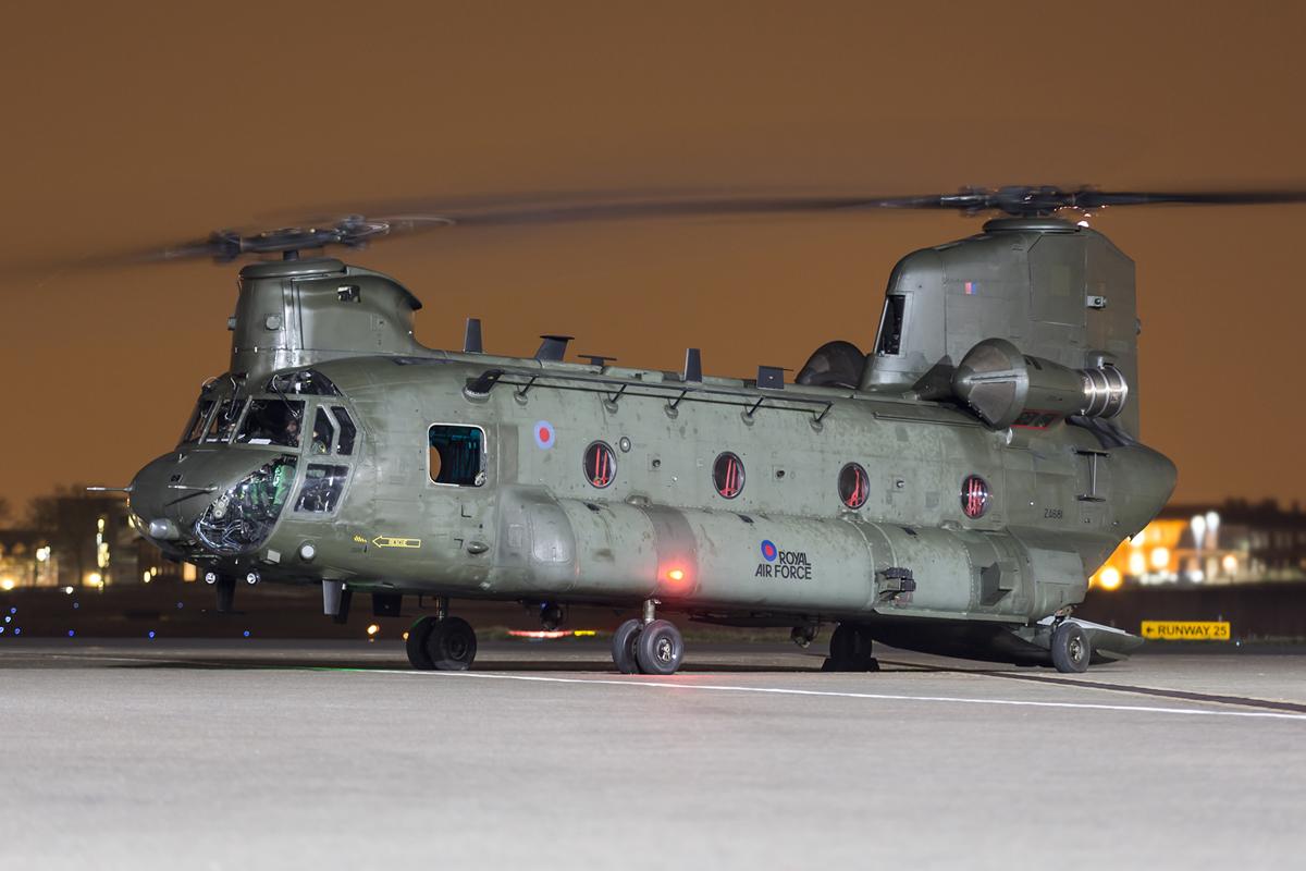 © Ben Montgomery - Royal Air Force Chinook HC.4 ZA681 - Northolt Nightshoot XX