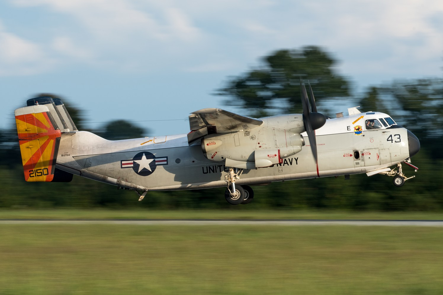 © Duncan Monk - C-2A 162150 / 43 about to touch down at NALF Fentress - VRC-40 'Rawhides' – C-2A Greyhound