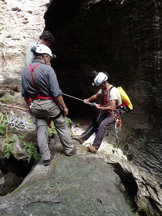 "Descida à gruta ""Ninga Nhagutua"""
