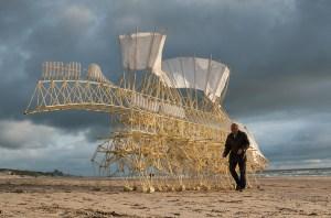 Animaris Umerus, Scheveningen beach, The Netherlands (2009). Courtesy of Theo Jansen. Photo by Loek van der Klis