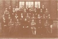 Album : 1930 1930 A Rhétorique A 1929-1930 Titulaire : Père Lambrette De haut en bas et de gauche à droite : 1er rang: Taymans, Cartuyvels, Munier, du Castillon, Tignol, Rouneau, Zimmer. 2e rang: Delaunoy, Bournonville,Kettelle, Patris, Desemberg, Kreuwels,De Backer, 3e rang: Panier, Caceres,Van den Berghe, Lafaille, Elleboudt, Vermeulen,De Man, 4e rang: Willocq, Joly, Piette, P. LAMBRETTE, Folon, Moerman, Smeesters.