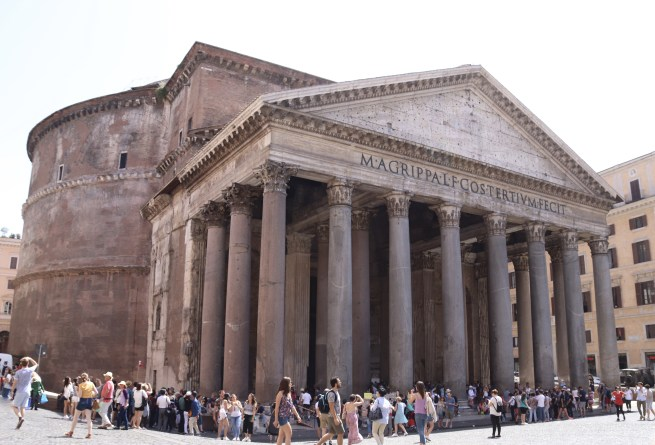 Visit the best-preserved Roman structure, the Pantheon (