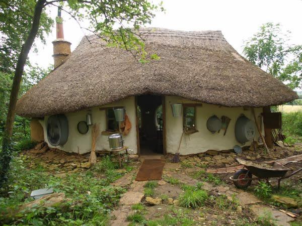 Maison-écologique-de-style-Hobbit-1