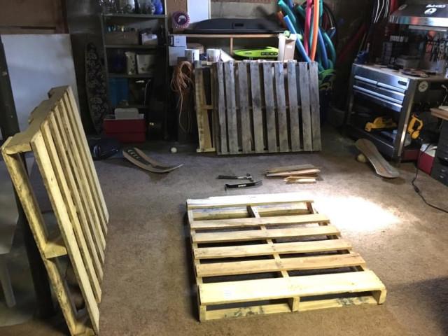 construire une balancelle confortable avec des palettes en bois. Black Bedroom Furniture Sets. Home Design Ideas