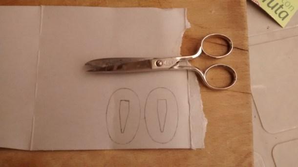 11 - SEPPA (arandela ovalada).- Realización de plantillas en cartón, (dos piezas).