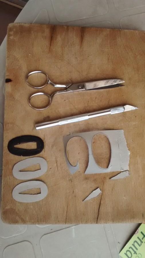12 - SEPPA (arandela ovalada).- Recorte de plantillas de cartón, (dos piezas).