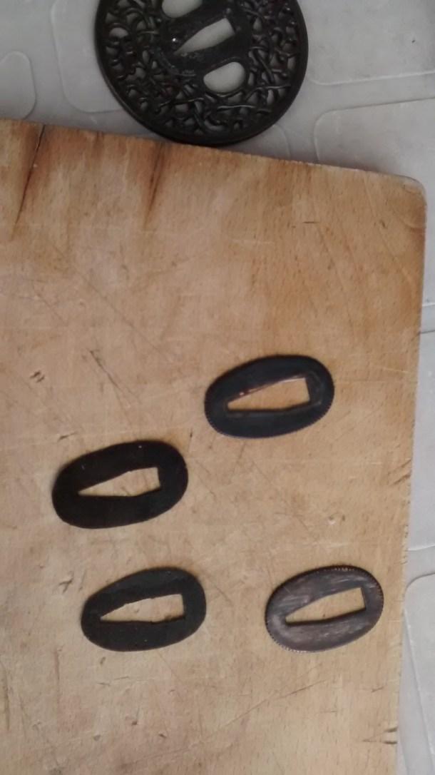 14 - SEPPA (arandela ovalada).- Plantillas de cartón, (dos piezas). TEÑIDAS DE NEGRO