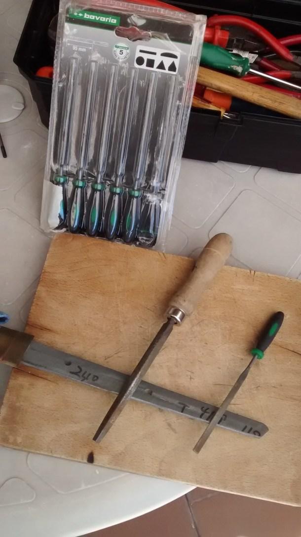 7 - Soporte de acero de la hoja del IAITO  para la sujeción de la TSUKA (limar los bordes).