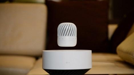 CES 2017: LG PJ9, lo speaker fluttuante