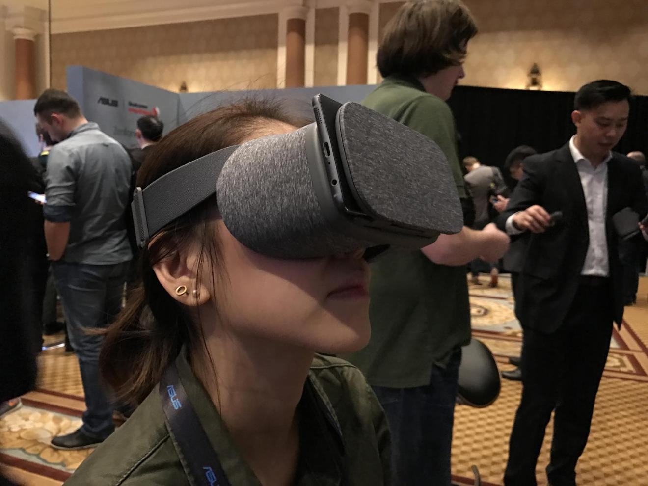 CES 2017: realtà virtuale e aumentata con l'Asus ZenFone AR